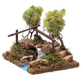 Fuente con puente y árbol de liquen s2