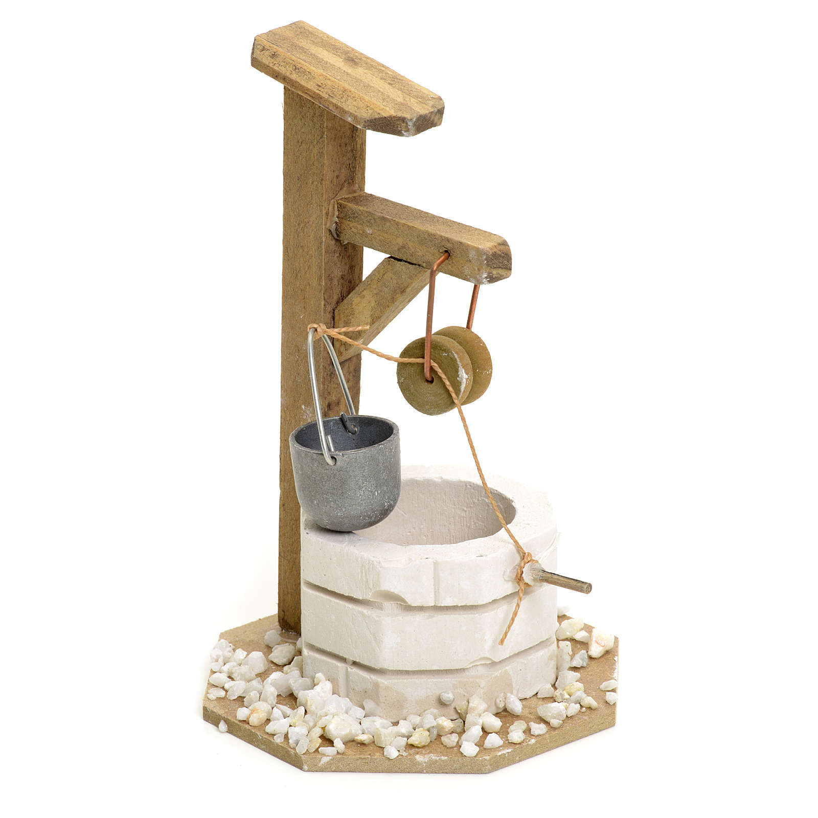 Nativity setting, well in plaster with pulley 4