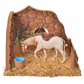 Ambientações para Presépio: lojas, casas, poços: Cavalo no estábulo cenário presépio 16x14x12 cm