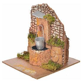 Fontana con pompa e secchio 14x12x14 cm presepe s2