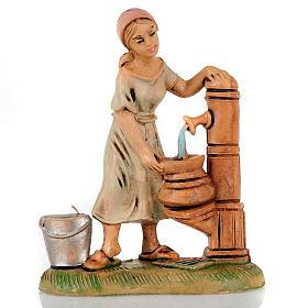 Donna alla fontana 8 cm s1