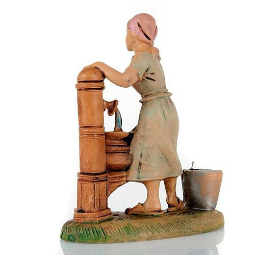 Donna alla fontana 8 cm 2