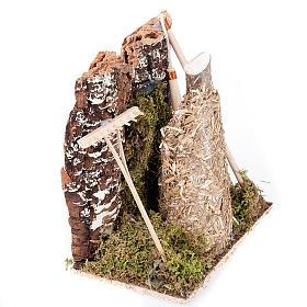 Ambiente presepe fienile con rastrello e attrezzi s4