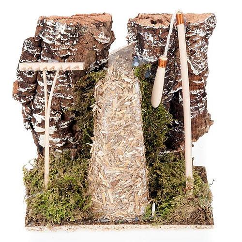 Ambiente presepe fienile con rastrello e attrezzi 1