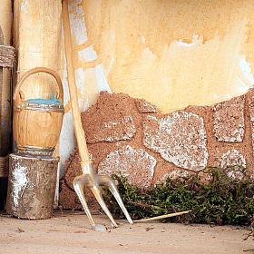 Capanna presepe muro intonacato e attrezzi lavoro 35X20X24 s5