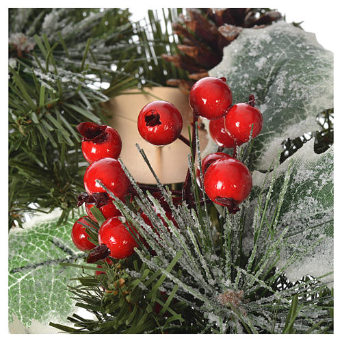 Advent wreath with berries 3