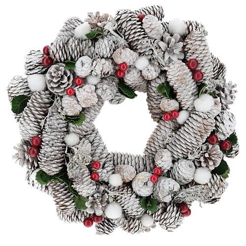 Coroa de Natal branca pinhas e azevinho 33 cm 1