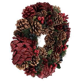 Corona decorada Navidad piñas rojas y hojas 32 cm s4