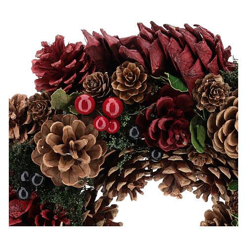 Corona decorada Navidad piñas rojas y hojas 32 cm 2
