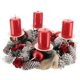 Kit adviento corona navideña nevada bayas rojas puntas blancas velas rojas s1