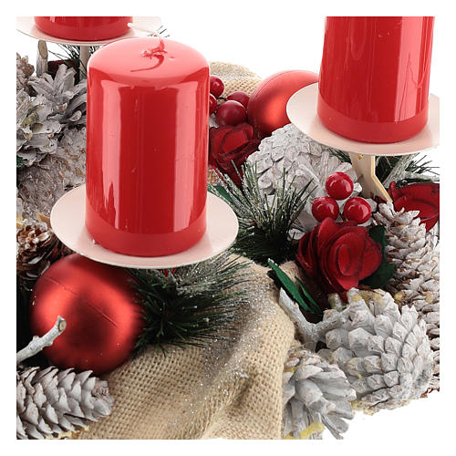 Kit adviento corona navideña nevada bayas rojas puntas blancas velas rojas 3