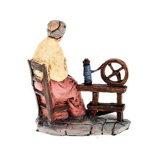 Donna che fila la lana 10 cm 2