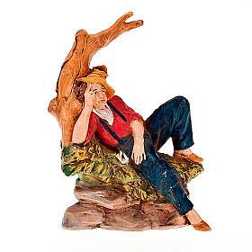 Uomo sdraiato sotto un albero 13 cm s1