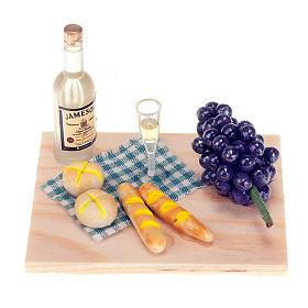 Bandeja de madera con vino, pane y uva s1