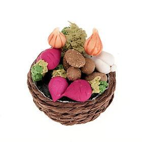 Cesta de mimbre con verduras y nabos para el pesebre s1