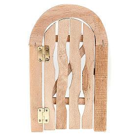 Porta in legno con stipite ad arco e cardini per presepe s2