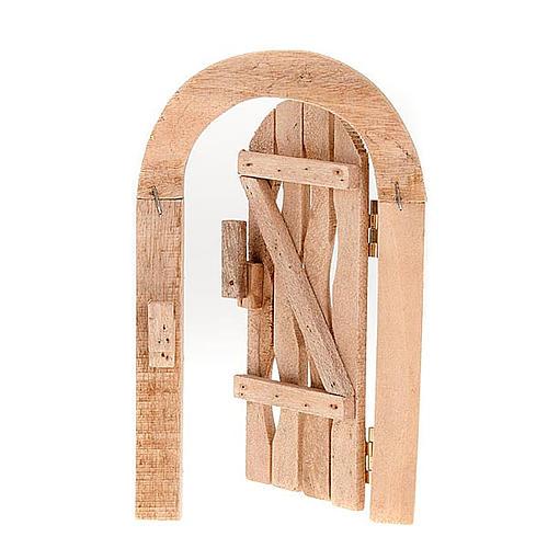 Porta in legno con stipite ad arco e cardini per presepe 1