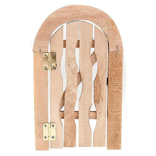 Porta in legno con stipite ad arco e cardini per presepe 2