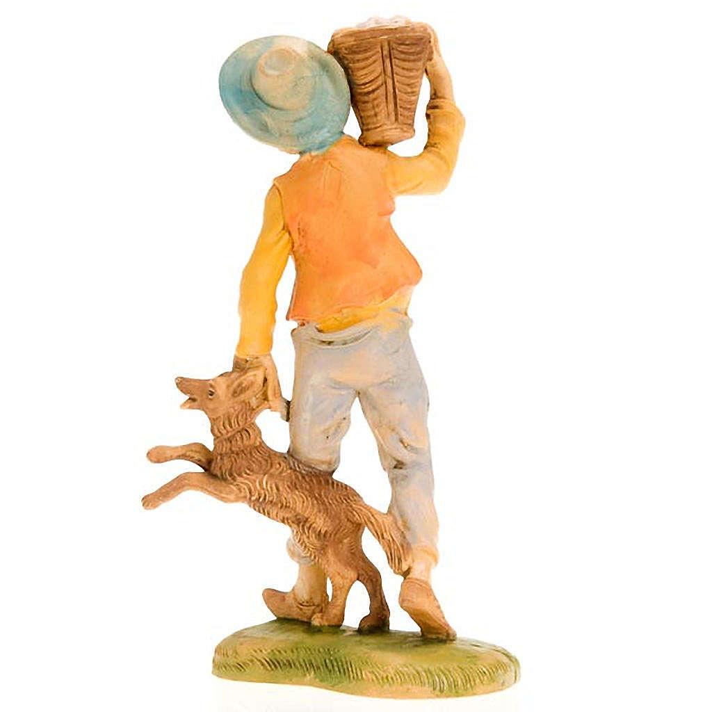 Ragazzo con cesto sulla spalla e cane 18 cm 3