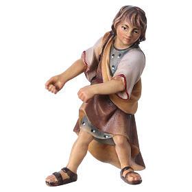 Belén Val Gardena: Niño que tira belén Original madera pintada Val Gardena 12 cm