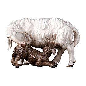 Pecora con agnello allattante presepe Original legno Valgardena 10 cm s1
