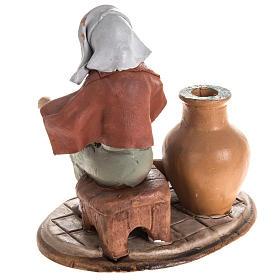 Santon crèche de Noël vendeuse de vases s4