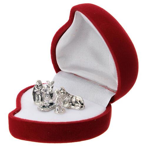 Heart shaped velvet case with Nativity 2