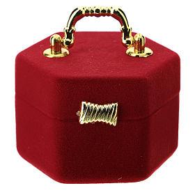 Coffret hexagonal avec anse et nativité velours rouge s3