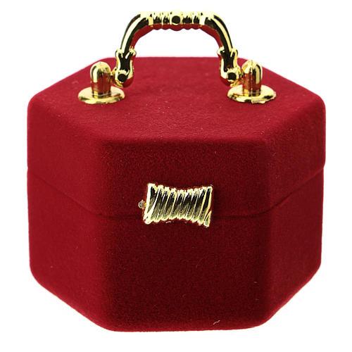 Coffret hexagonal avec anse et nativité velours rouge 3