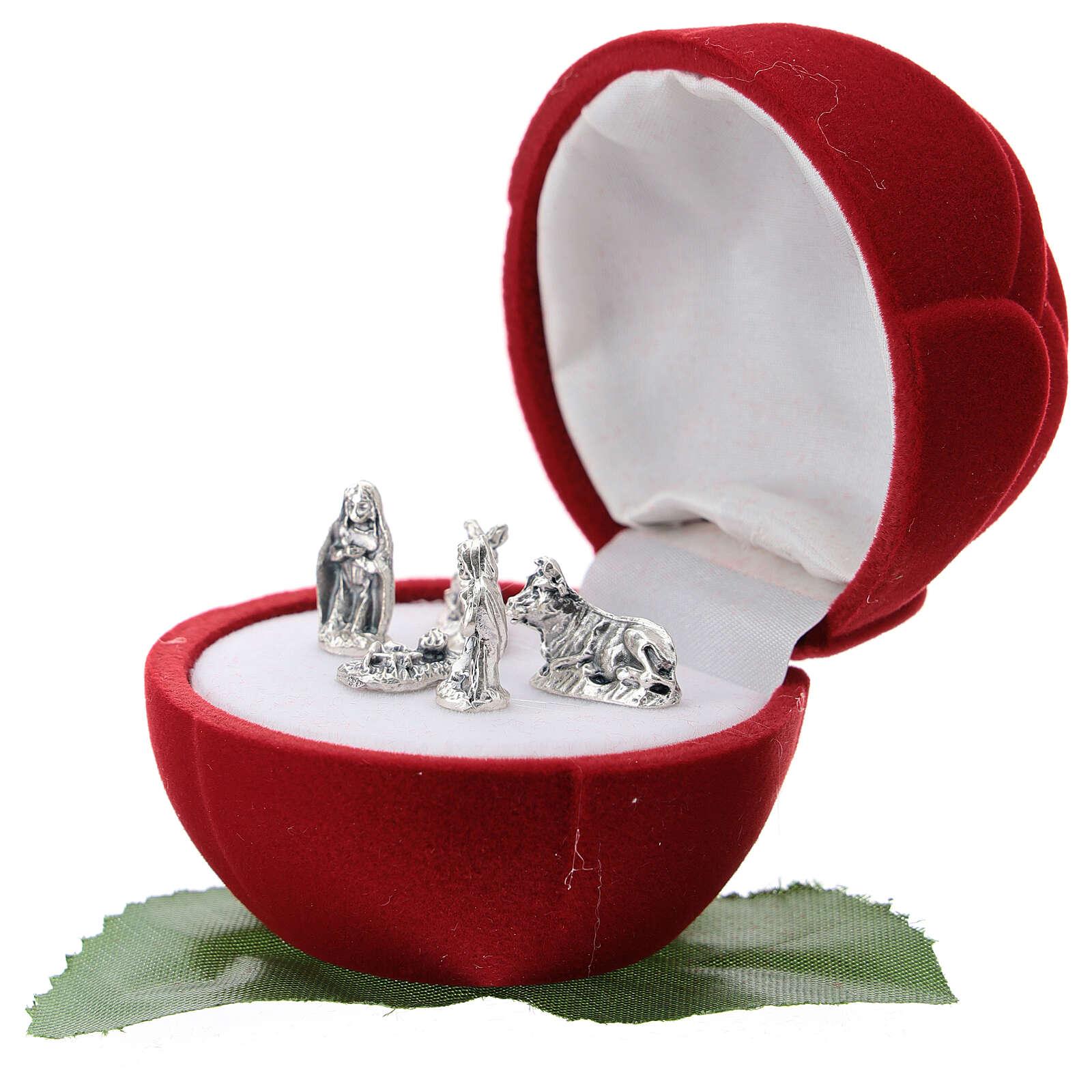 Small rose-shaper red velvet case with Nativity 3