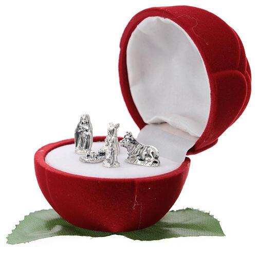 Small rose-shaper red velvet case with Nativity 2