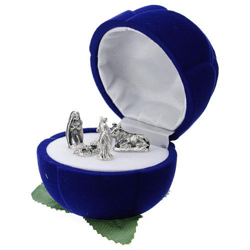 Cofre rosa terciopelo azul con natividad 2