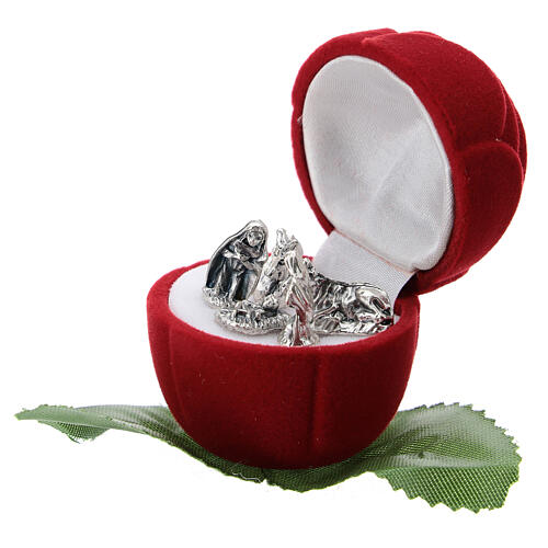 Small rose-shaper red velvet case with Nativity 2