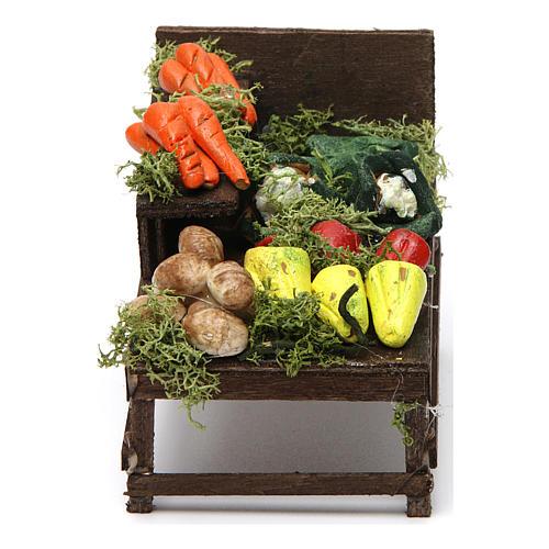 Mesa de madera con verduras de terracota. 1