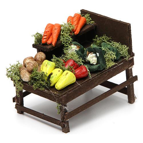 Mesa de madera con verduras de terracota. 2