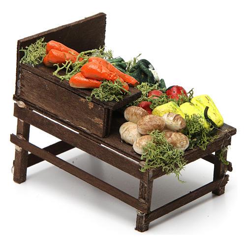 Mesa de madera con verduras de terracota. 3
