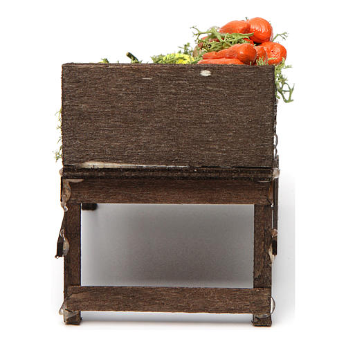 Mesa de madera con verduras de terracota. 4