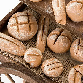 Carro de madera con panes  terracota belén s2