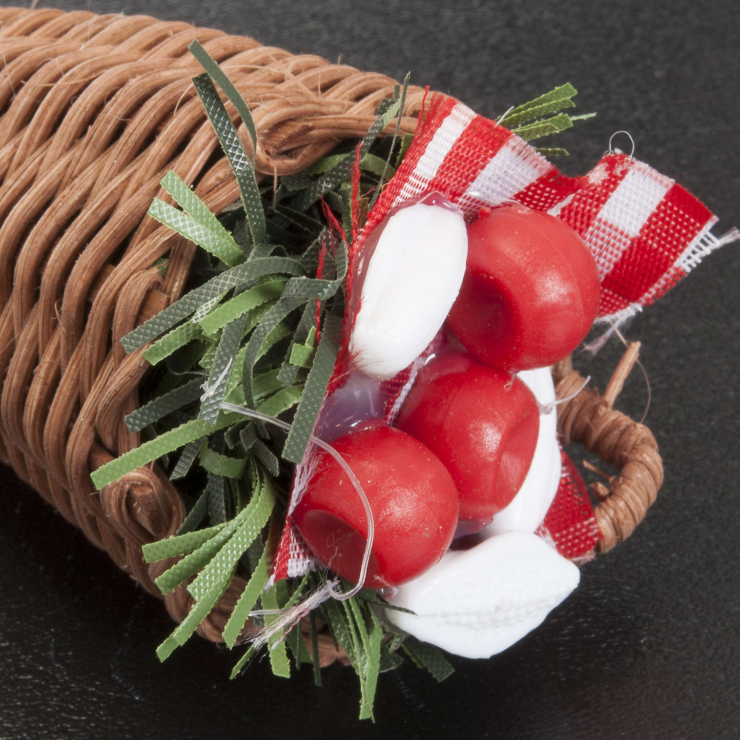 Cesto vimini presepe con verdura assortita 4