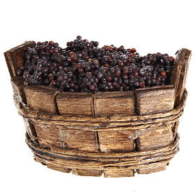 oval basket with red grapes s2