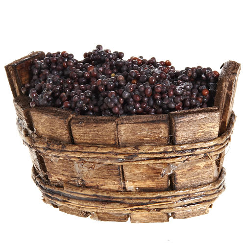 oval basket with red grapes 2
