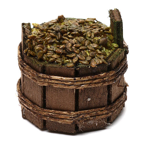 round basket with white grapes 1