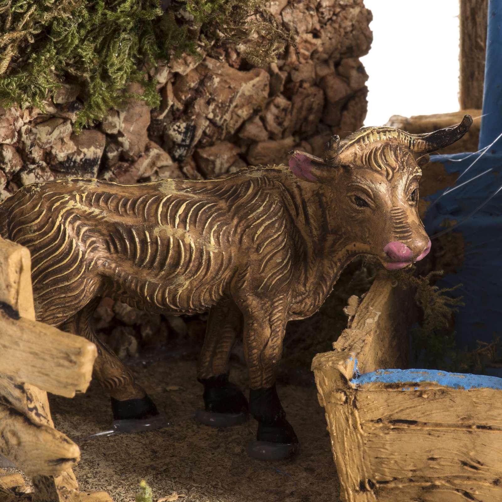 Mucca con finta fontana ambientazione presepe 8-10 cm 3