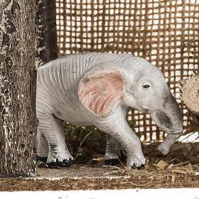 Elefante debajo de un recinto, para ambientar pesebre s5
