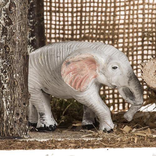 Elefante debajo de un recinto, para ambientar pesebre 5