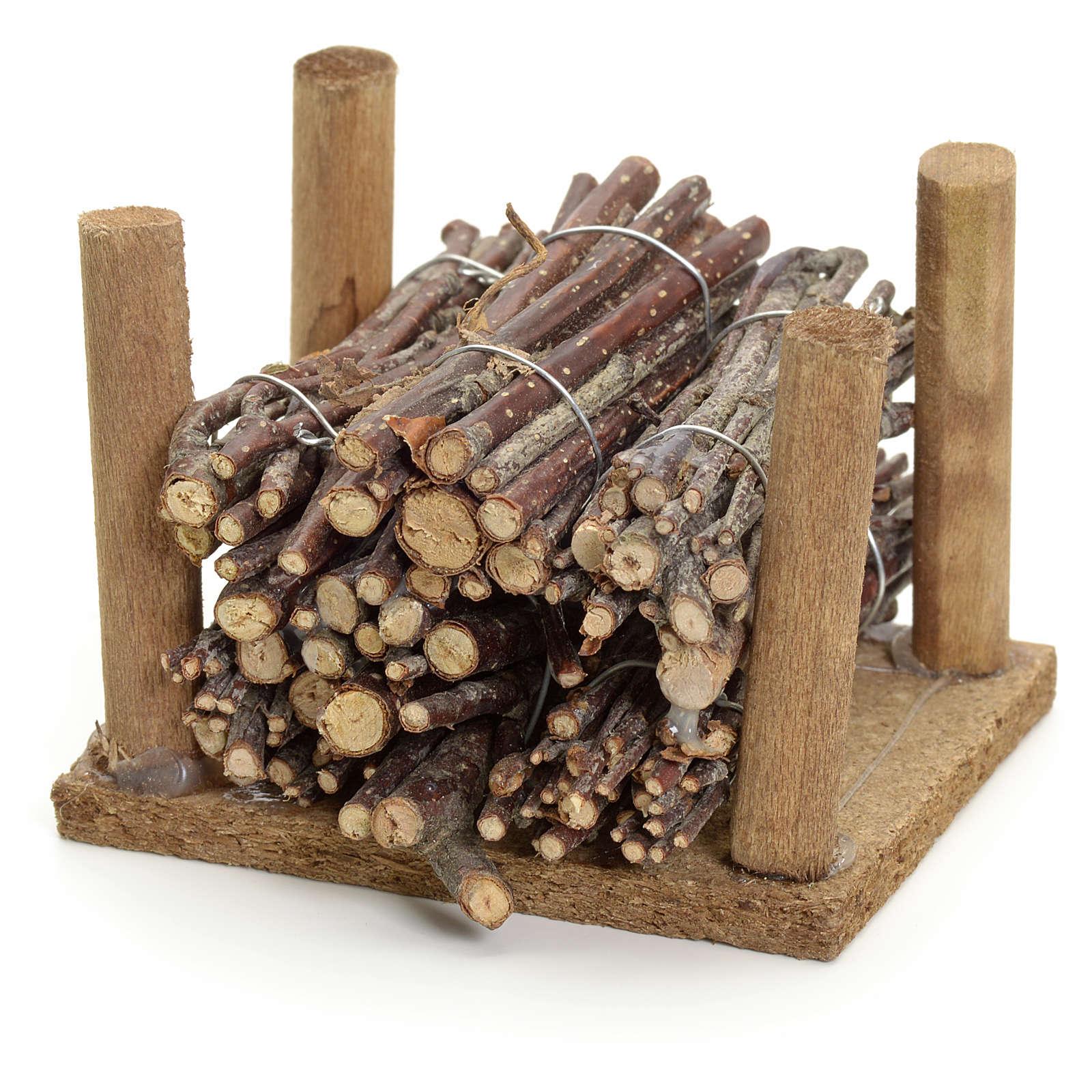 Fagots de bois empilés pour crèche 4