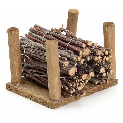 Fagots de bois empilés pour crèche 1