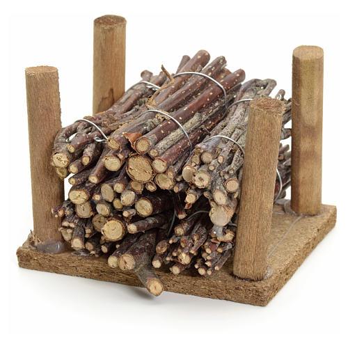 Fagots de bois empilés pour crèche 2