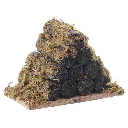 Pila de leña con musgo pesebre 3