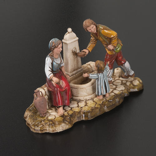 Setting for Moranduzzo nativities, family at the fountain 10cm 2